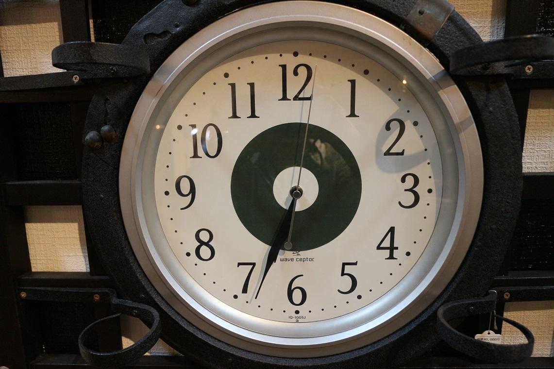 格子フレーム型電波時計(ST0008)